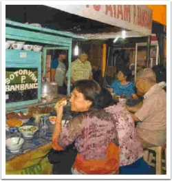 eating-at-warung