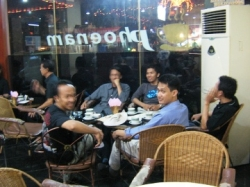 hangout-at-cafe